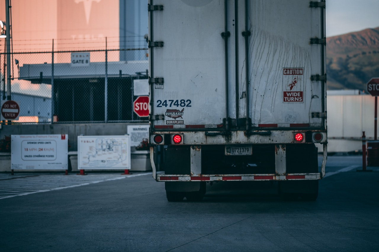 4 Reasons to Purchase Kenworth Semi Trucks